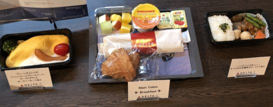 デルタ航空のメインキャビン(エコノミークラス)の朝食