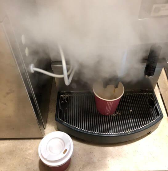 横浜ベイシェラトンホテルのコンパスのコーヒーマシン