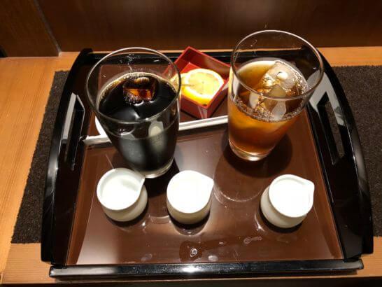 セントレジスホテル大阪のバトラーサービスで戴いたアイスコーヒー・アイスティー