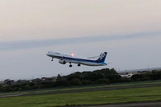 離陸するANAの飛行機