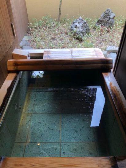 翠嵐ラグジュアリーコレクションホテル京都の客室露天風呂の浴槽