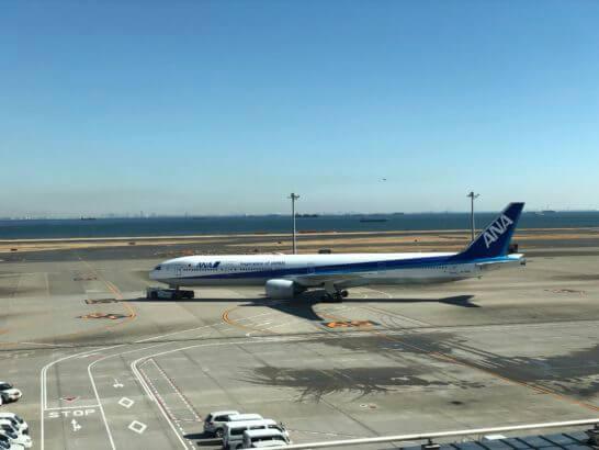 羽田空港とANAの飛行機