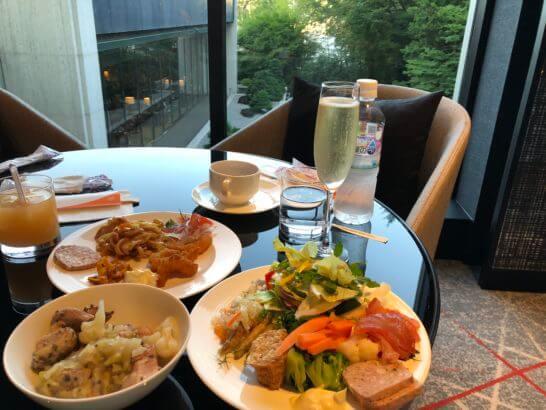 シェラトン都ホテル東京のクラブラウンジのカクテルタイム