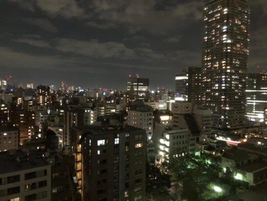 ロイヤルパークホテルの部屋からの夜景