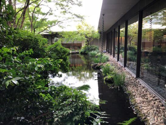 ロイヤルパークホテルのミニ庭園