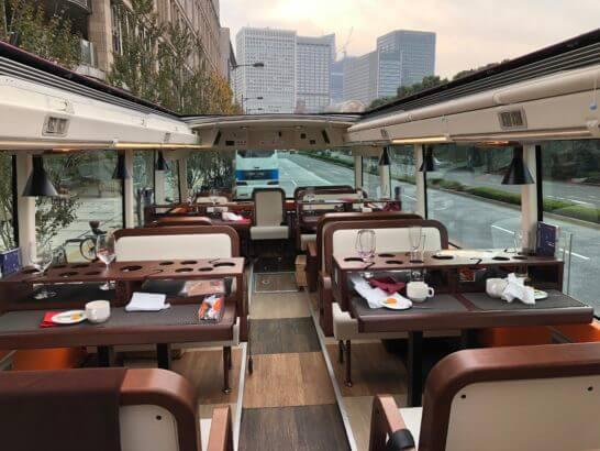 東京レストランバスの車内