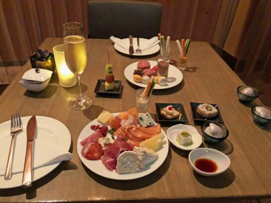 ANAインターコンチネンタルホテル東京のクラブラウンジのカクテルタイムの食事