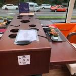 東京レストランバスの3人がけシート