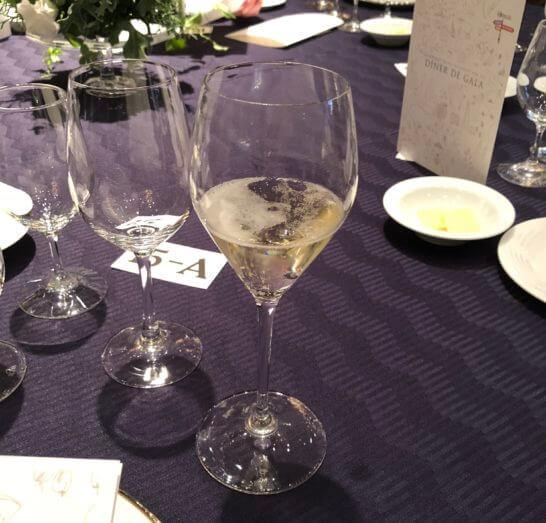 ダイナースクラブ フランスレストランウィークのガラディナーの乾杯用のシャンパン