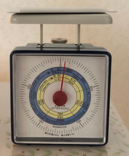 プラスチック製のアメックスプラチナの重量は約5g