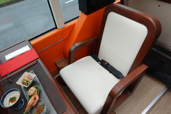 東京レストランバスの1人席
