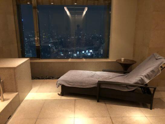 ザ・リッツ・カールトン東京のジャグジーのベッド