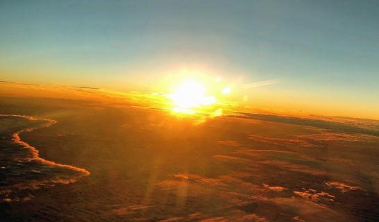 ANAの飛行機の機中からの景色(夕日)