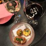 ラグジュアリーソーシャルアワーのワインとフィンガーフード