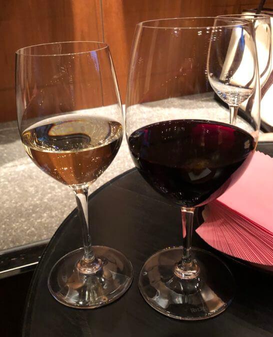 ラグジュアリーソーシャルアワー(アンダーズ東京)の白ワインと赤ワイン