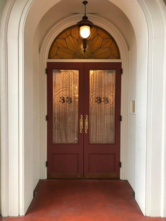 クラブ33の扉