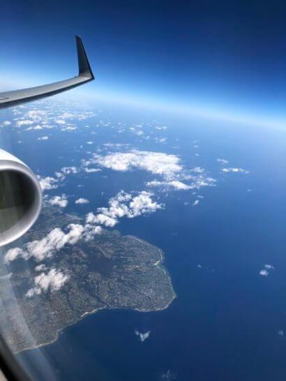 JALのエンジンと那覇空港近辺の海・空飛の地平線