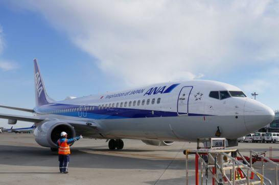 ANAの飛行機とフライトインチャージ