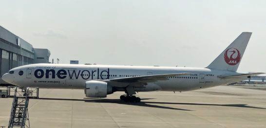 ワンワールドと機体に書かれたJALの飛行機