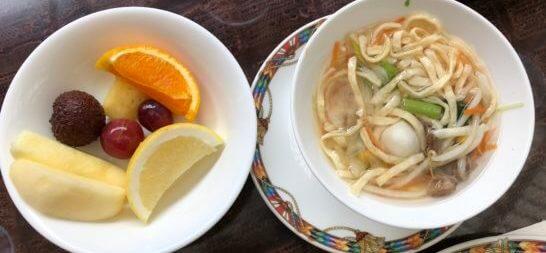 ウェスティンホテル東京のザ・テラスの朝食のヌードル・果物