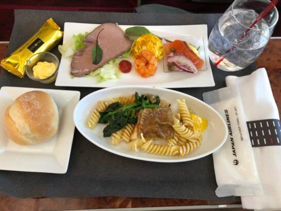 JALファーストクラスの機内食(羽田→那覇の昼食)