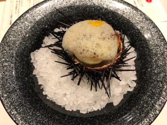 アミューズ:北海道産毛蟹と雲丹のジュレ寄せ 大分柚子風味のユリ根のムース