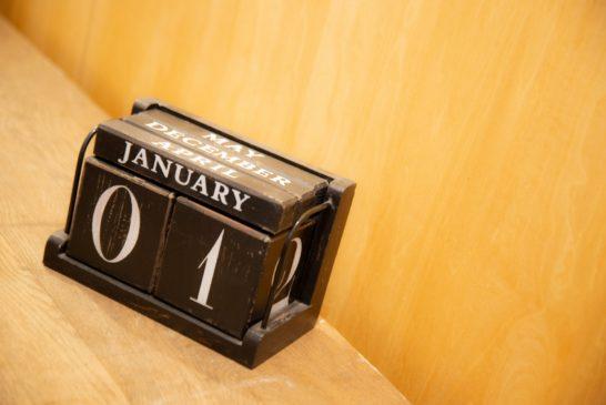 1日を示すアンティークカレンダー