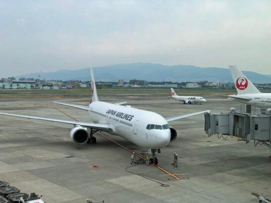 伊丹空港のダイヤモンドプレミアラウンジの窓側席からの眺め