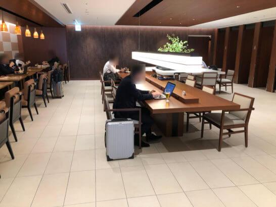 伊丹空港のサクララウンジ