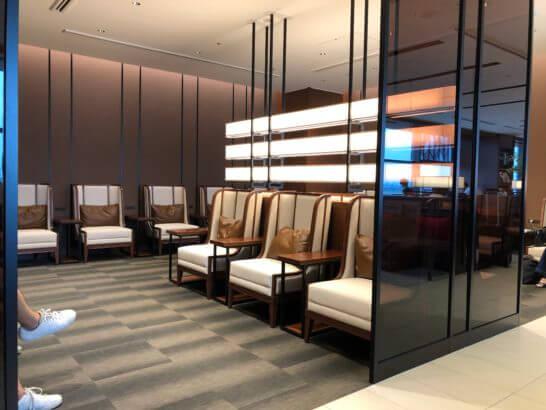 伊丹空港のサクララウンジのソファー席 (1)