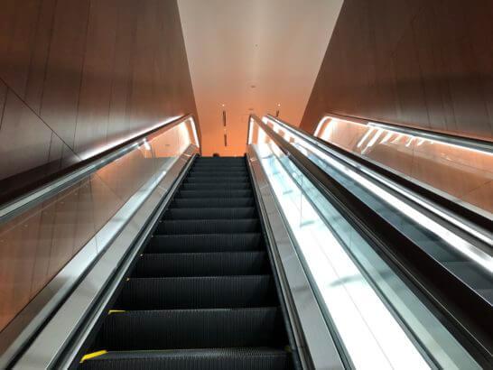 伊丹空港のダイヤモンドプレミアラウンジとサクララウンジへのエレベーター