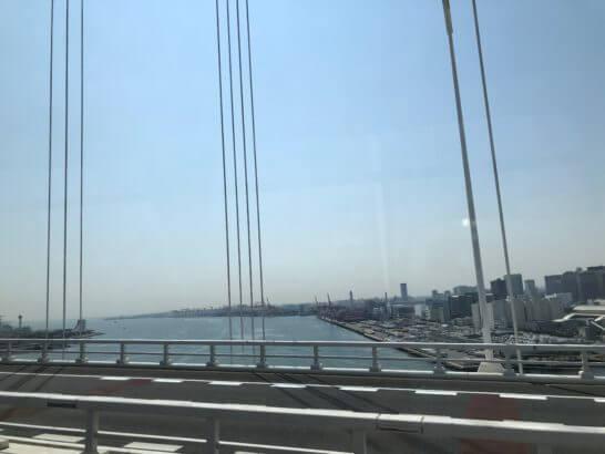 成田空港へ向かう途中の湾岸の道路