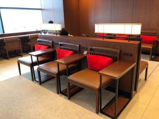 伊丹空港のサクララウンジのソファー席 (2)