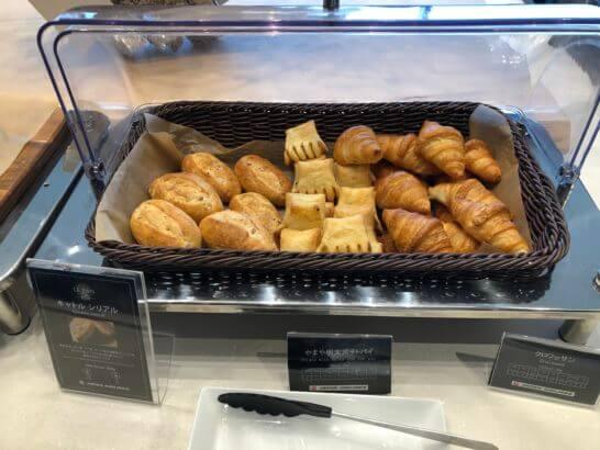 伊丹空港ダイヤモンドプレミアラウンジのパン3種類