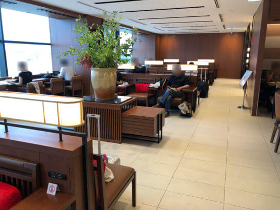 伊丹空港のサクララウンジの室内 (2)