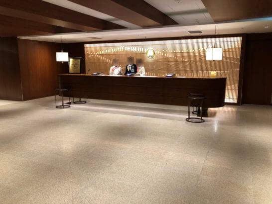伊丹空港のダイヤモンドプレミアラウンジとサクララウンジの受付