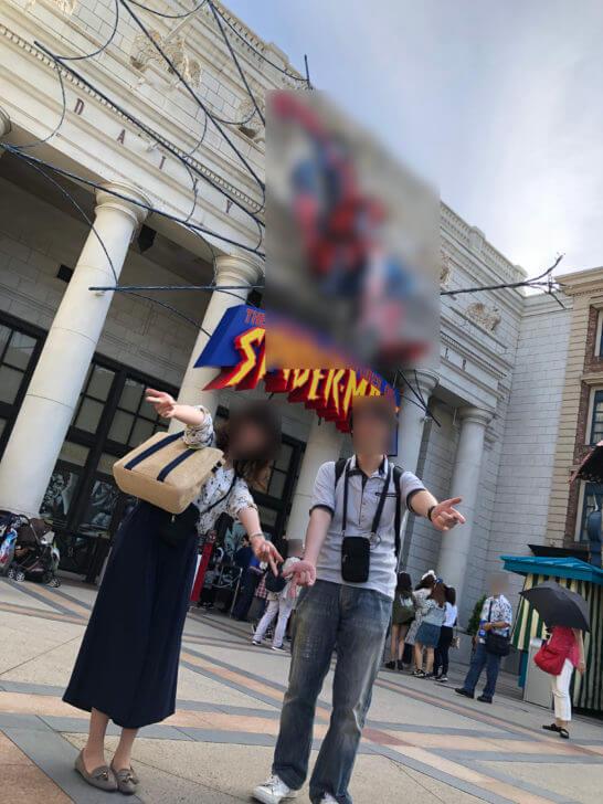 USJユニバーサルVIPツアー中のスパイダーマン前での記念撮影