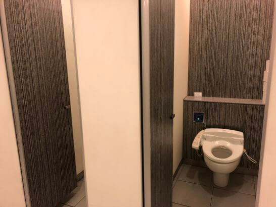 ANAラウンジ 羽田空港国内線のトイレの大便器
