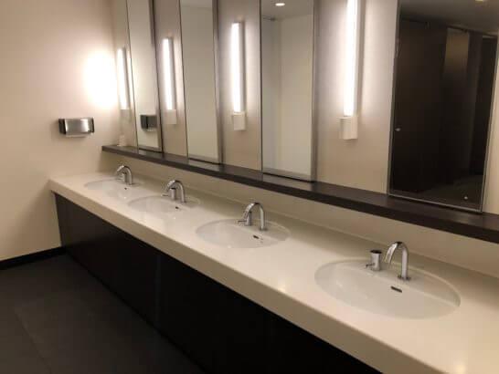 羽田空港国内線サクララウンジのトイレ