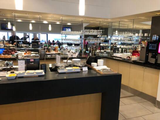 デルタスカイクラブラウンジ(成田空港)の食事・ドリンクコーナー