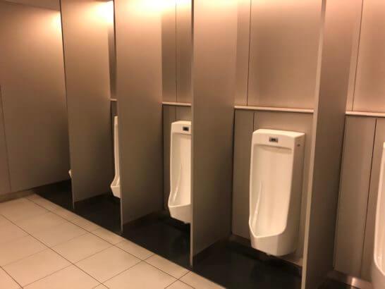 ANAラウンジ 羽田空港国内線のトイレの少便器