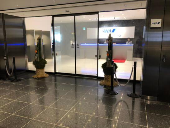 ANAラウンジ(羽田空港国際線114番ゲート近辺)の入り口