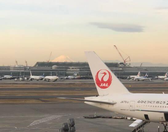 羽田空港国内線サクララウンジから見えた富士山
