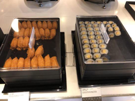 羽田空港国際線のANAラウンジののいなり寿司、三色巻き