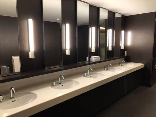 羽田空港ダイヤモンドプレミアラウンジのトイレの洗面台