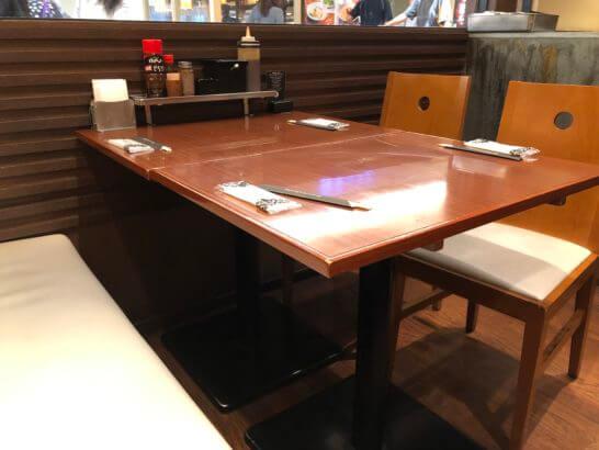 関空のぼてぢゅうの4人がけテーブル席