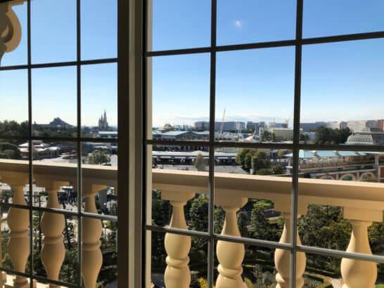ディズニーランドホテルの客室からの窓
