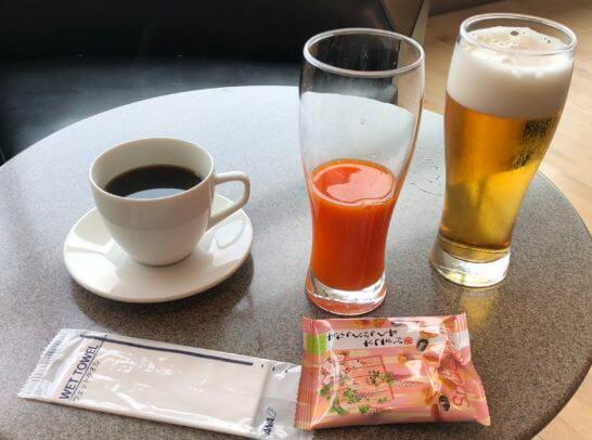 ANAラウンジ 羽田空港国内線のコーヒー・野菜ジュース・ビール・おつまみ