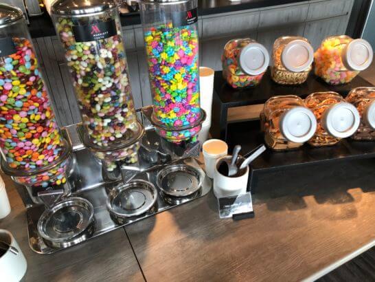 東京マリオットホテルのチョコチップ、グミ、ナッツ、ビスケット、スナック等
