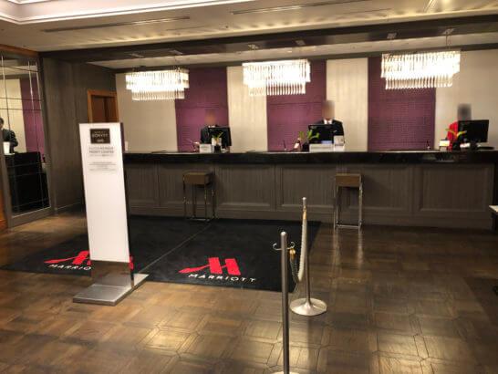 東京マリオットホテルのフロントデスク